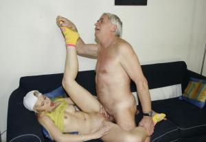 junge Mädchen und Vater ficken - Kostenlose Sexbilder und heisse Pornobilder - Foto 2067