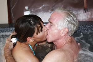 Vater fick seine Tochter - Kostenlose Sexbilder und heisse Pornobilder - Foto 2010