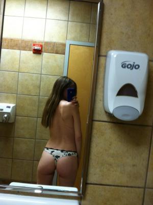 Selfie von Küken in Nacktbildern - Kostenlose Sexbilder und heisse Pornobilder - Foto 5252