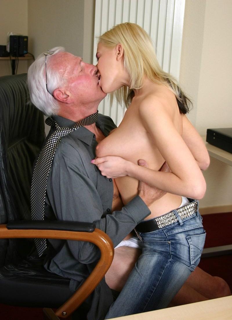 Vater fick seine Tochter - Kostenlos Deutsch Porno-Fotos und Sex Bilder - Foto 2090
